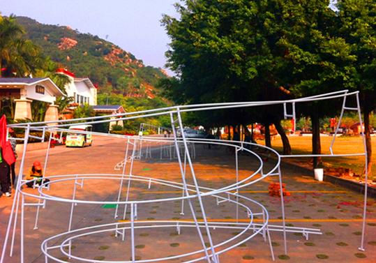 在精心设计的项目中,结合过山车的主题,用一道道项目来挑战每一位学员